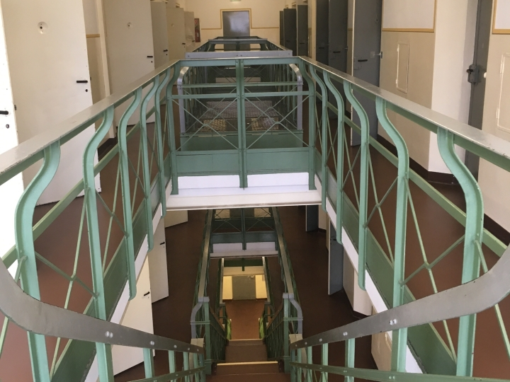 Things Helen Loves, Prison corridor and stairs