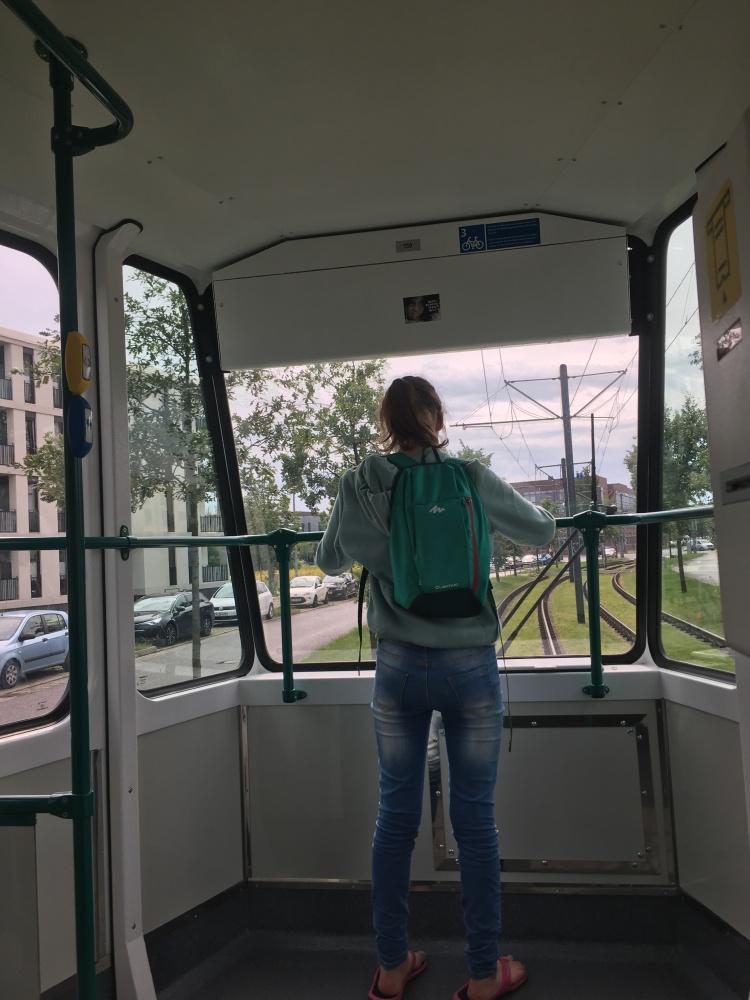 Things Helen Loves, Girl riding Tram