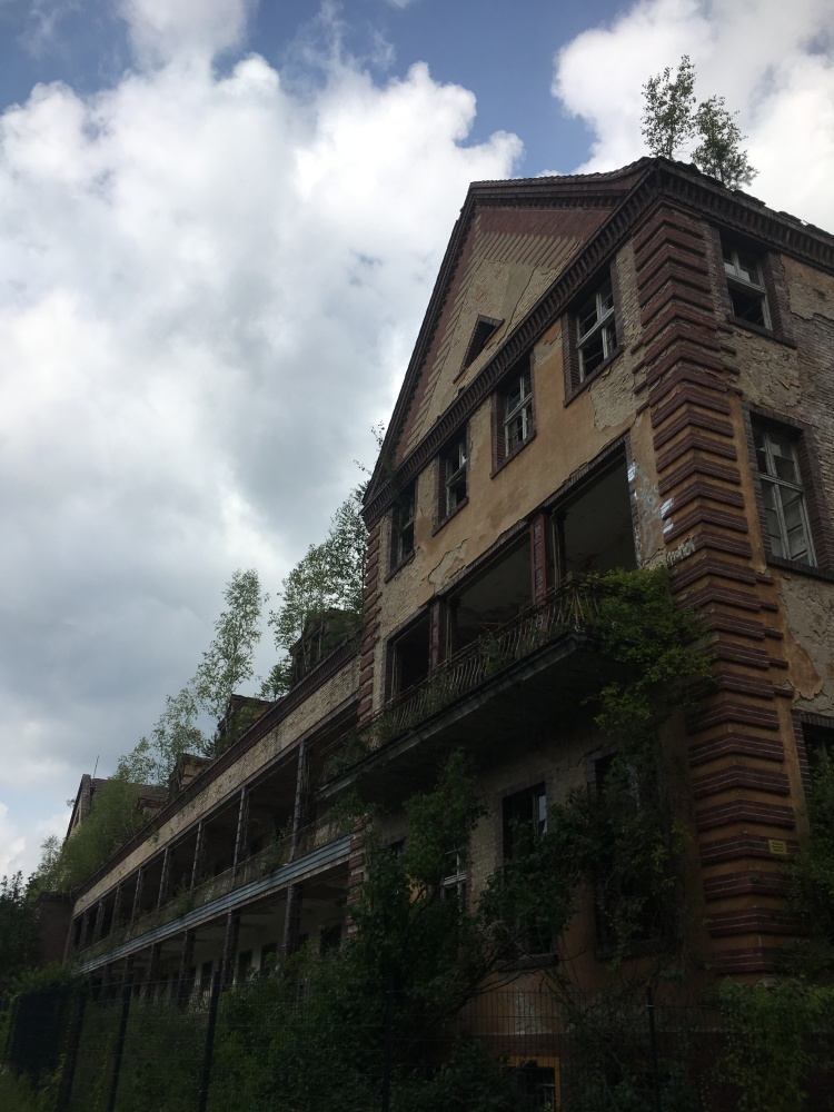 Things Helen Loves, image of abandoned hospital with blue sky above