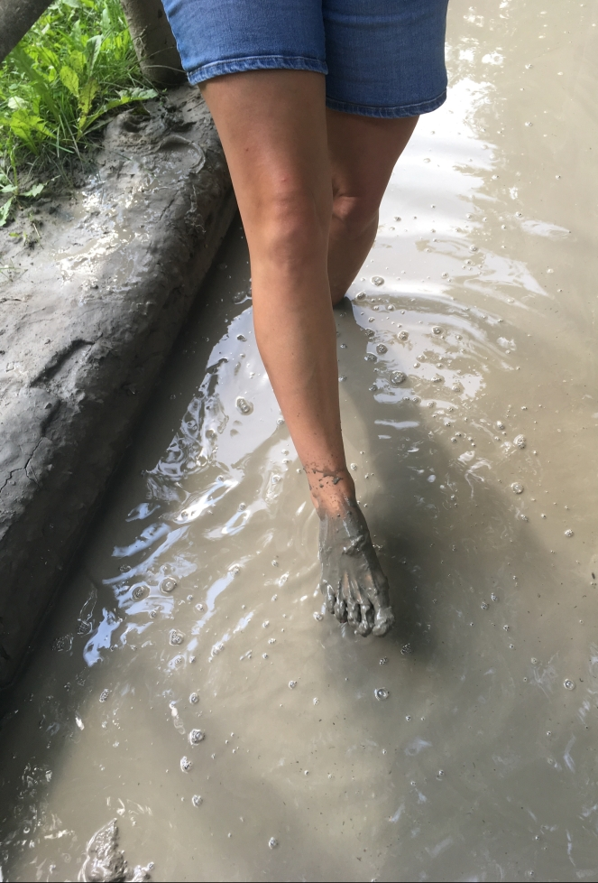 Things Helen Loves, Picture of feet coated in grey mud