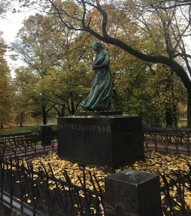 Things Helen Loves, statue in Oslos Slottspark