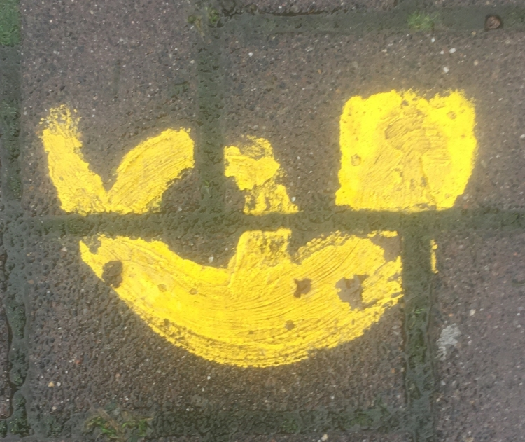 Things Helen Loves, yellow horn emblem painted on the ground.