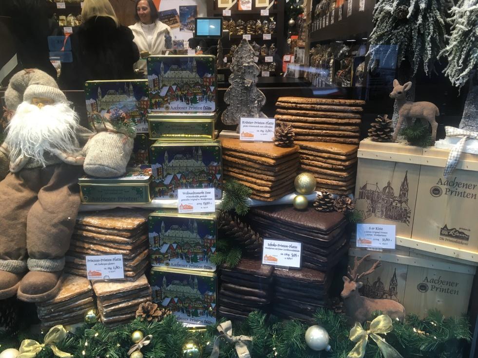 Things Helen Loves, Christmas themed window display of Aachener Printern
