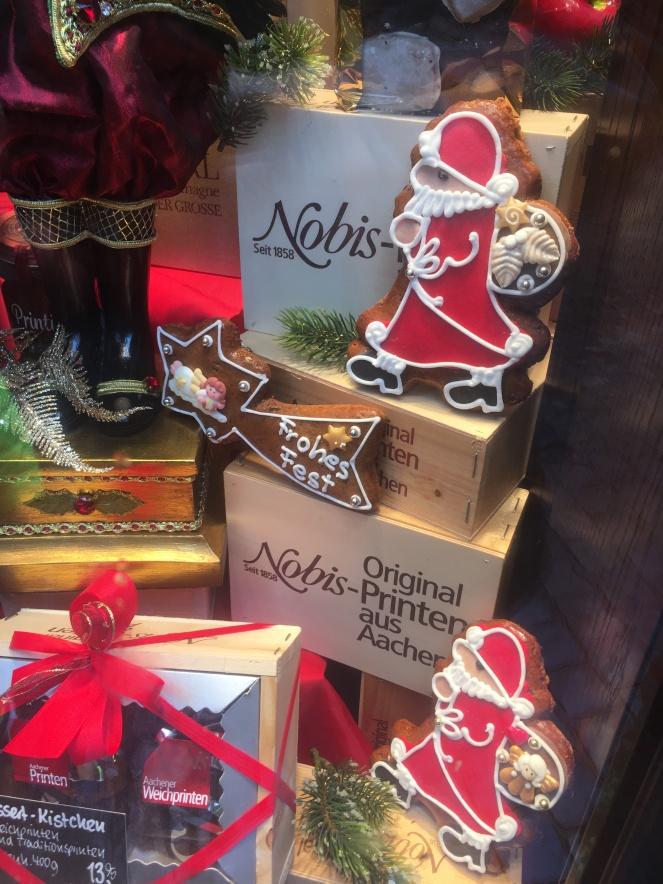 Things Helen Loves, image of festive window display