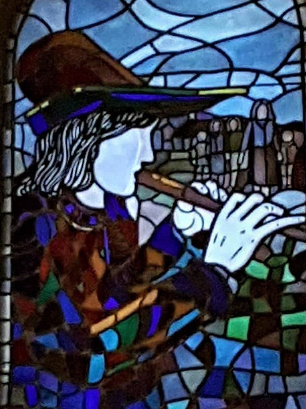 Things Helen Loves, stained glass window depicting the Pied Piper