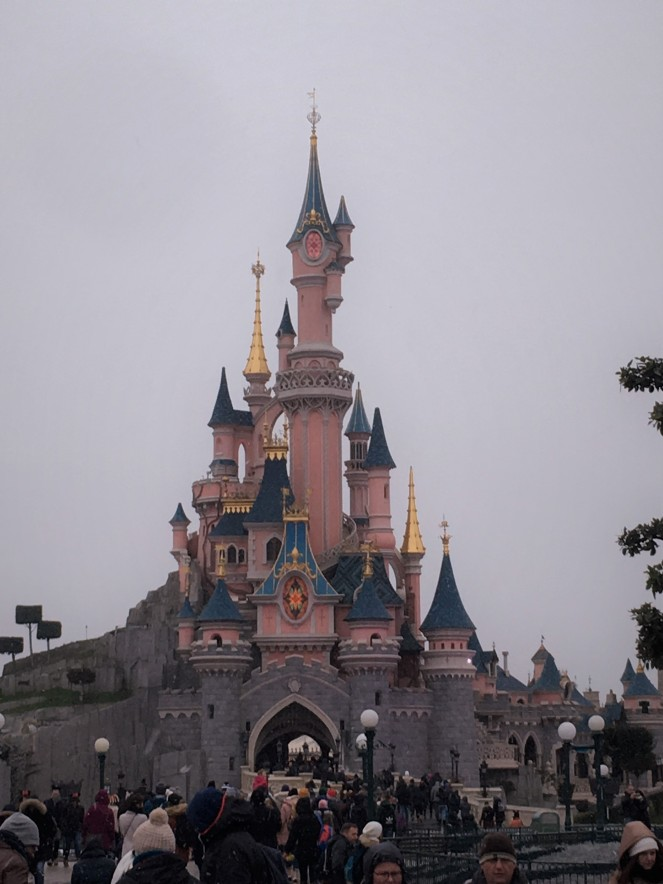 Things Helen Loves, image of Disney castle in Disneyland Paris