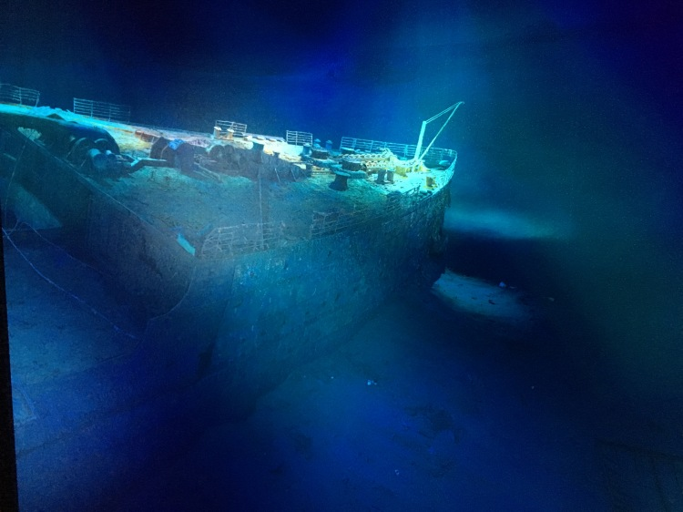 Things Helen Loves, image of shipwreck on seabed