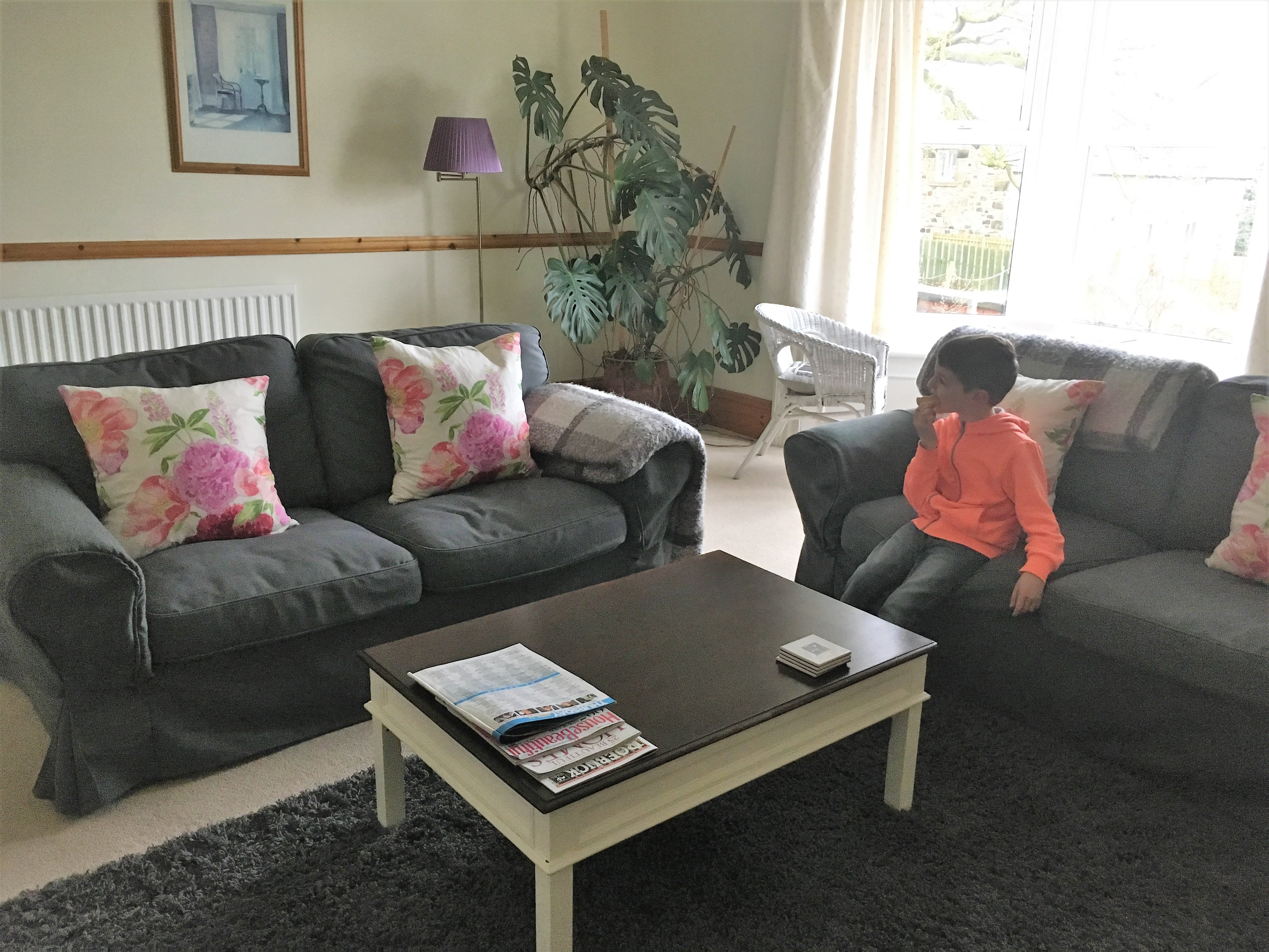 Things Helen Loves, image of lounge in holiday apartment