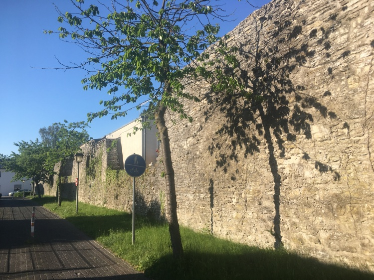 Things Helen Loves, Picture of old stone walls