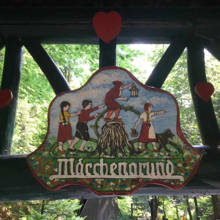Things Helen Loves, logo of the fairytale park