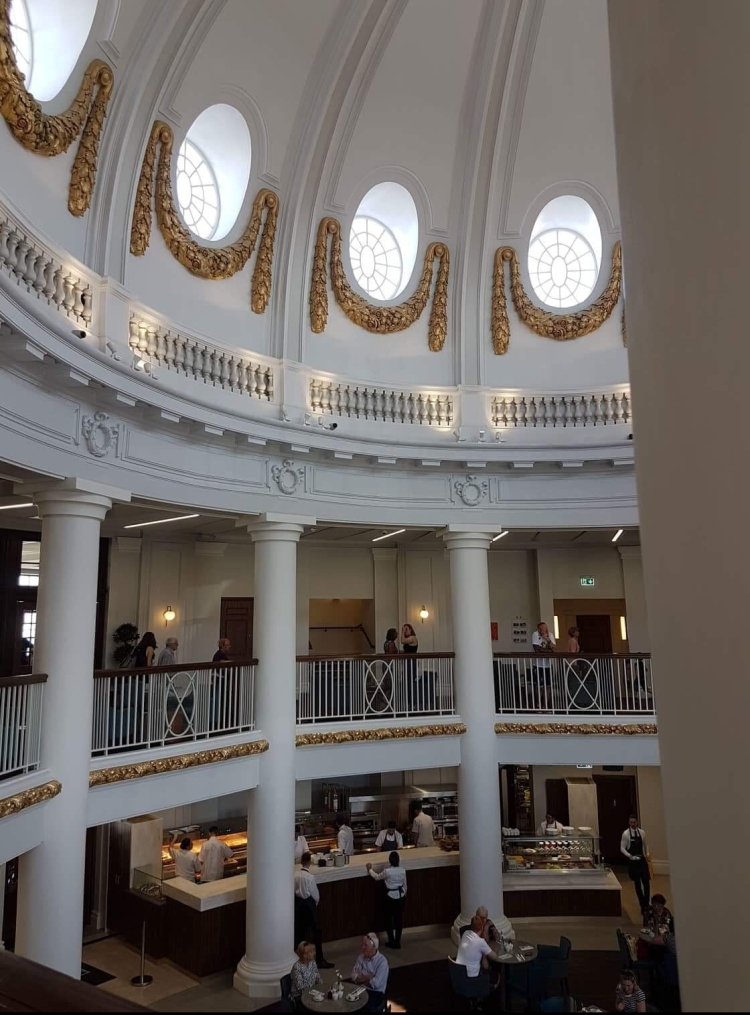 Things Helen Loves, image of interior of Spanish City