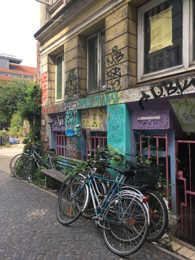 Things Helen Loves, Street scene Hamburg