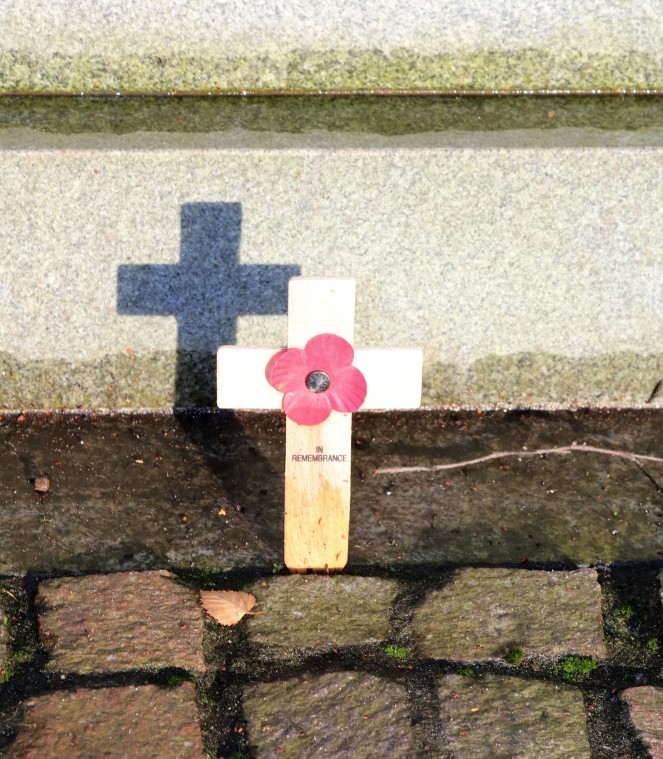 Things Helen Loves, Image of remeberance cross and poppy