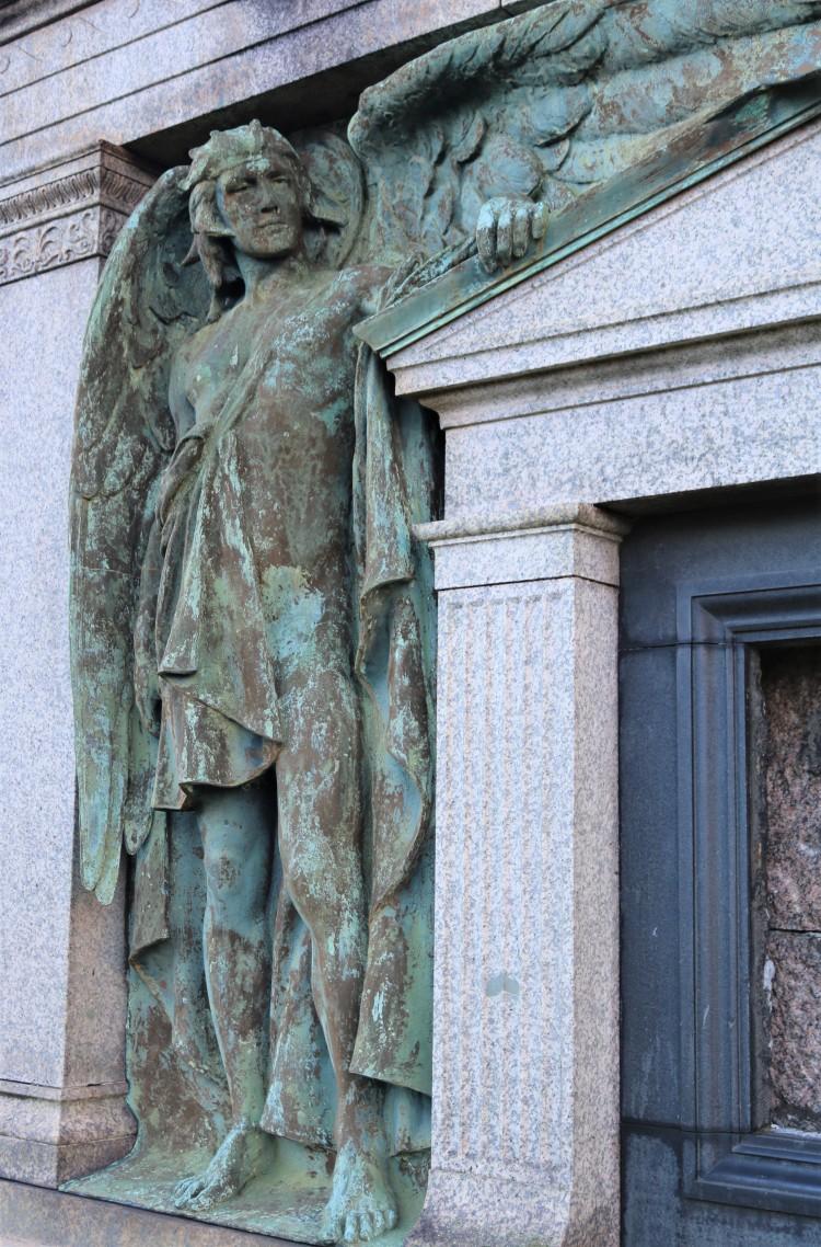 Things Helen Loves, image of craved stone angel on gravestone