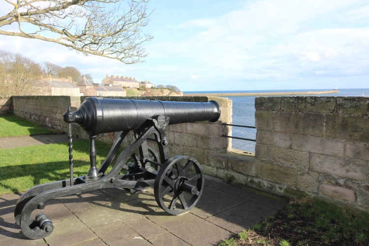 Things Helen Loves, Image of cannon pointed to see over town walls