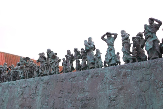 Things Helen Loves, bronze statue featuring women and children