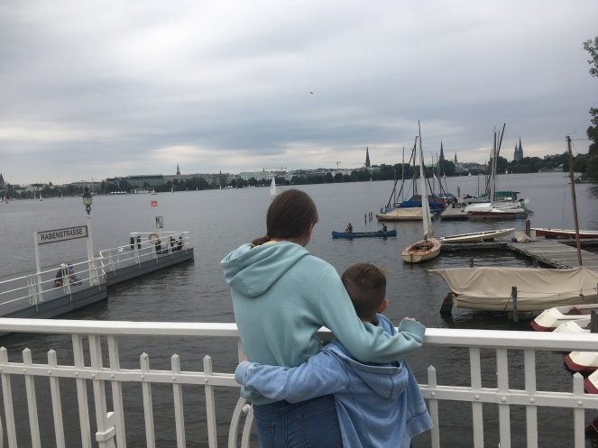 Things Helen Loves, image of children looking over lake in Hamburg