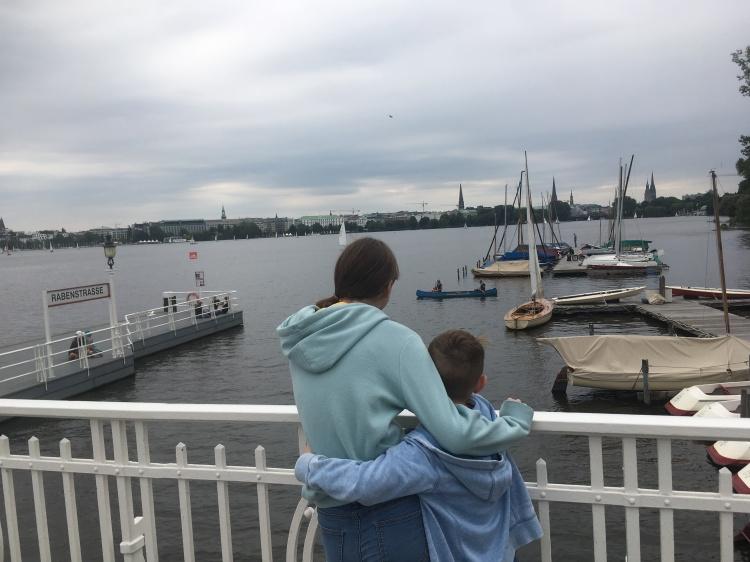 Things Helen Loves, image of children looking over lake in Hamburg
