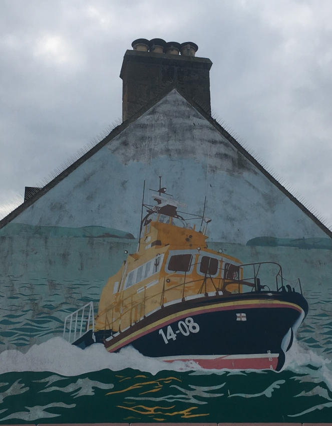 Things Helen Loves Image of mural featuring lifeboat