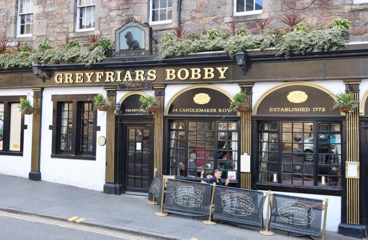 Things Helen Loves, exterior image of The Greyfriars Bobby