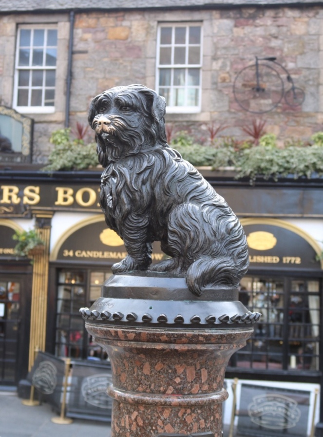 Things Helen Loves, image of the statue of Greyfriars Bobby in Edinburgh Old Town