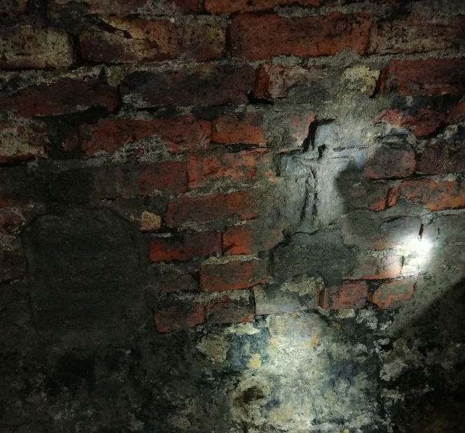 Things Helen Loves, image of crude crucifix in the tunnel