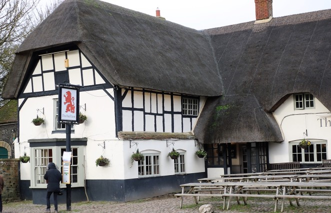 Things Helen Loves, thatched pub image
