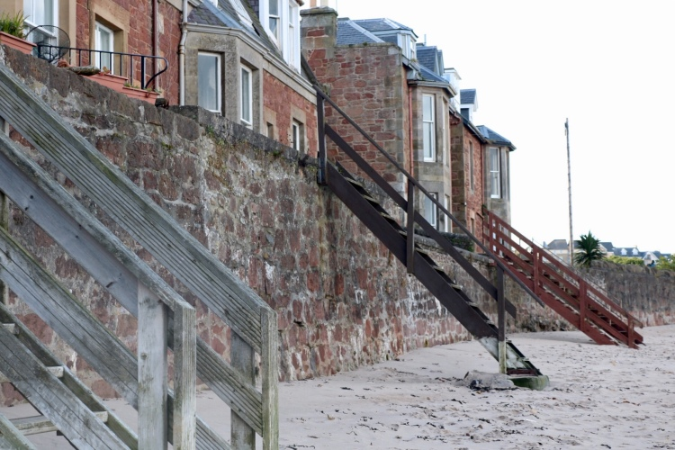 Things Helen loves, houses with wooden steps to the beach in North Berwick