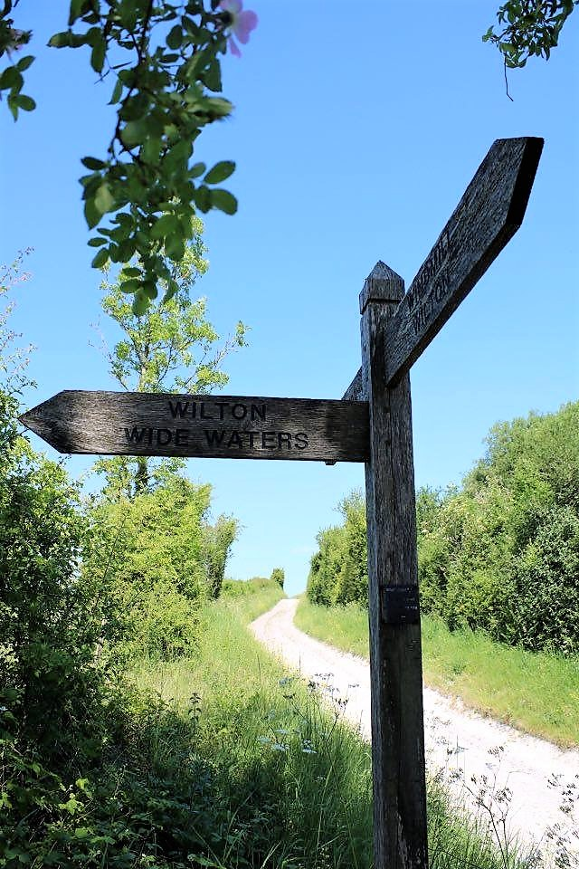 Things Helen Loves, sign post on a country lane