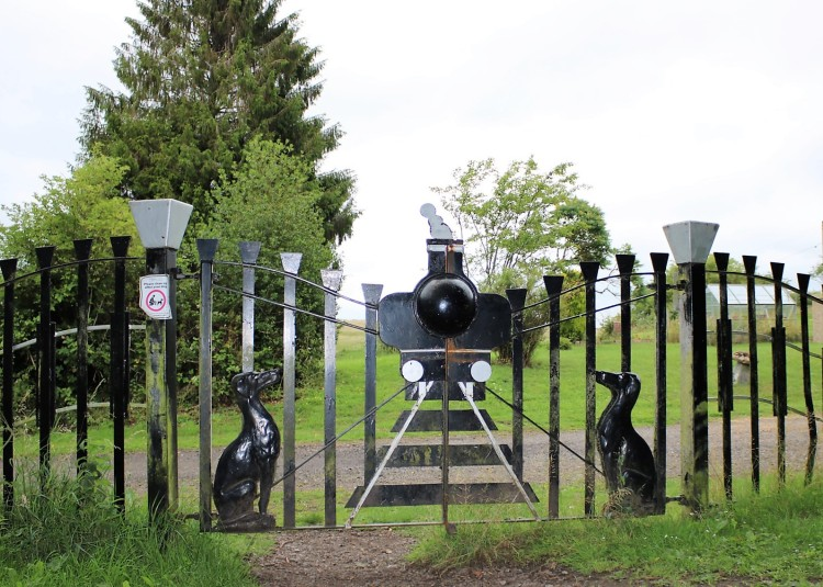 Things Helen Loves, image of gates with train and black dogs